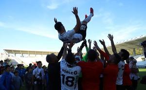 Así se ha celebrado en El Plantío la permanencia del Burgos CF