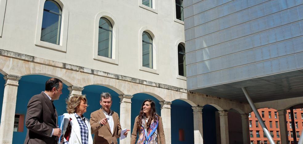 El PP compromete cubrir el patio interior del Centro Cívico de San Agustín, creando un nuevo espacio climatizado