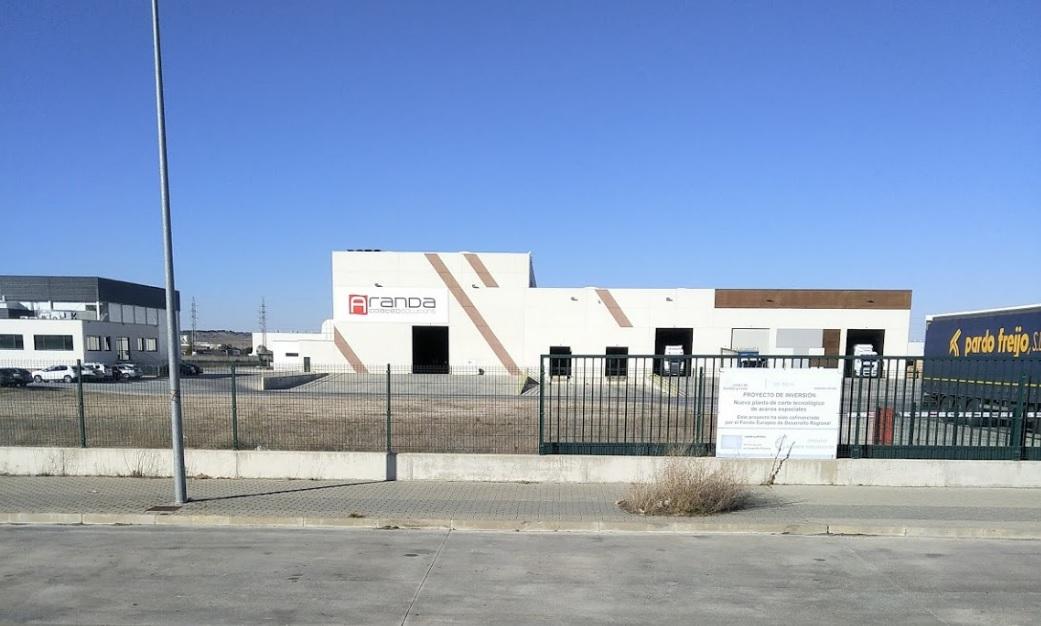 Cuatro horas para acabar con un fuego que ha dañado la planta Network Steel de Aranda de Duero