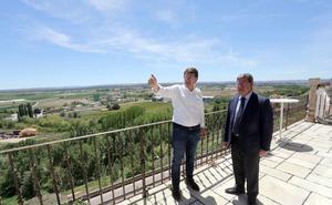 Mañueco promete agilizar «lo que haga falta» para que Aranda tenga nuevo hospital la próxima legislatura