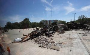 Tudanca siente «emoción» al ver demolidas las casetas del peaje de la antigua AP-1 en Burgos