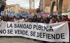 Centenares de personas se manifiestan en Aranda de Duero por las carencias sanitarias