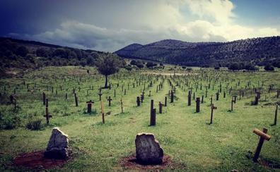 La Asociación Aspanias y Sad Hill se unen para cuidar y mantener el cementerio cinematográfico de 'El bueno, el feo y el malo'