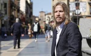 Fernández: «El Parlamento no puede ser un agujero negro en el que estemos 12 o 15 horas al día haciendo proposiciones»