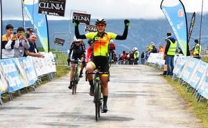 Soraya Paladín gana en el Alto de Rosales y Stine Borgli es la nueva líder de Vuelta a Burgos