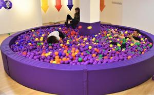 La Fundación Caja de Burgos abre en el Foro Solidario la exposición 'Dale bola a tus derechos'