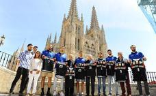 El San Pablo Burgos entrega las equipaciones de Notre Dame a la Fundación VIII Centenario de la Catedral