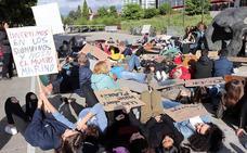 Una sentada estudiantil reivindica en Burgos acciones contra el cambio climático