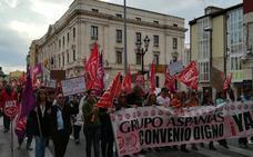 Trabajadores de Aspanias se manifiestan bajo la lluvia para defender sus derechos laborales
