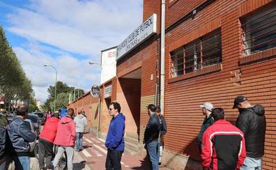 La afición del Burgos CF, inquieta por el futuro del club