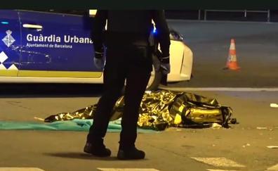 Un ciclista de Glovo muere tras un accidente con un camión de la basura en Barcelona
