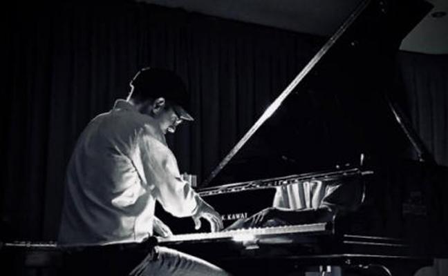 El pianista Borja R. Niso regresa a Burgos para homenajear a Ludovico Einaudi