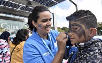 Voluntarios de 'laCaixa' participan en una jornada lúdica para niños en situación de vulnerabilidad