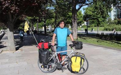 En Burgos, camino de Barcelona para una vuelta al mundo en bicicleta