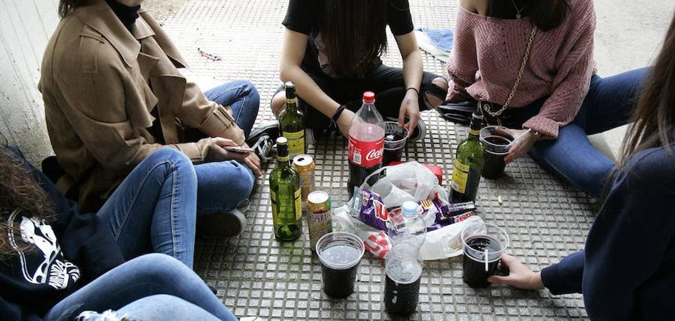 Las jóvenes, más juzgadas ante el consumo de drogas que ellos