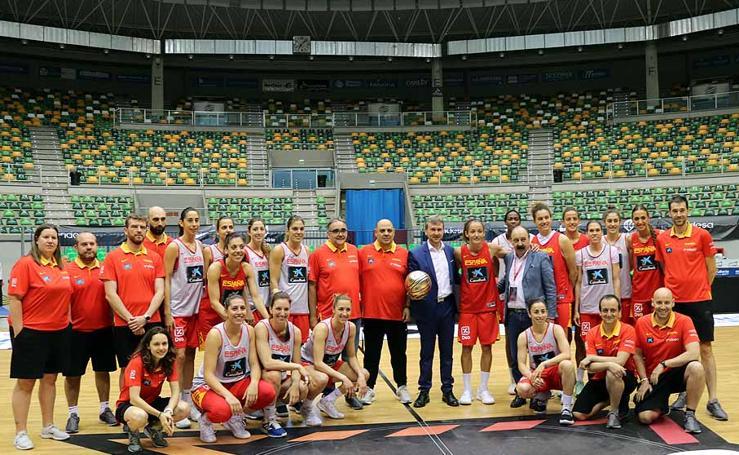 Imágenes del entrenamiento de la selección femenina de Baloncesto en el Coliseum Burgos