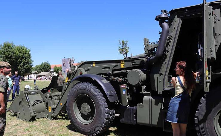 Una exposición de equipamiento y material militar para celebrar el Día de las Fuerzas Armadas en Burgos