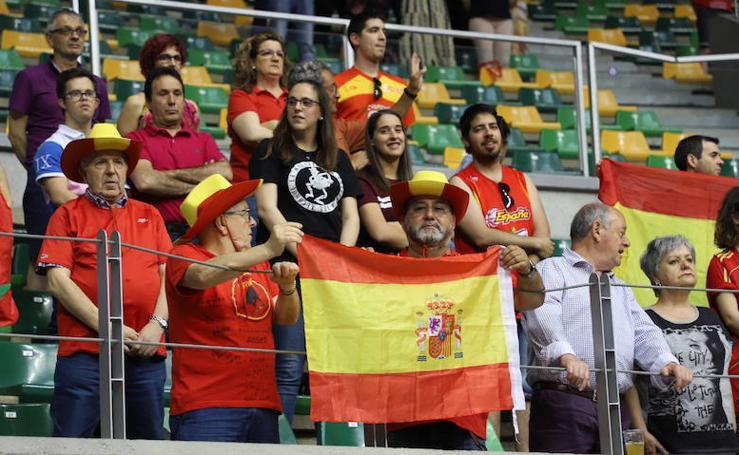 Búscate entre el público del España-Turquía de baloncesto femenino