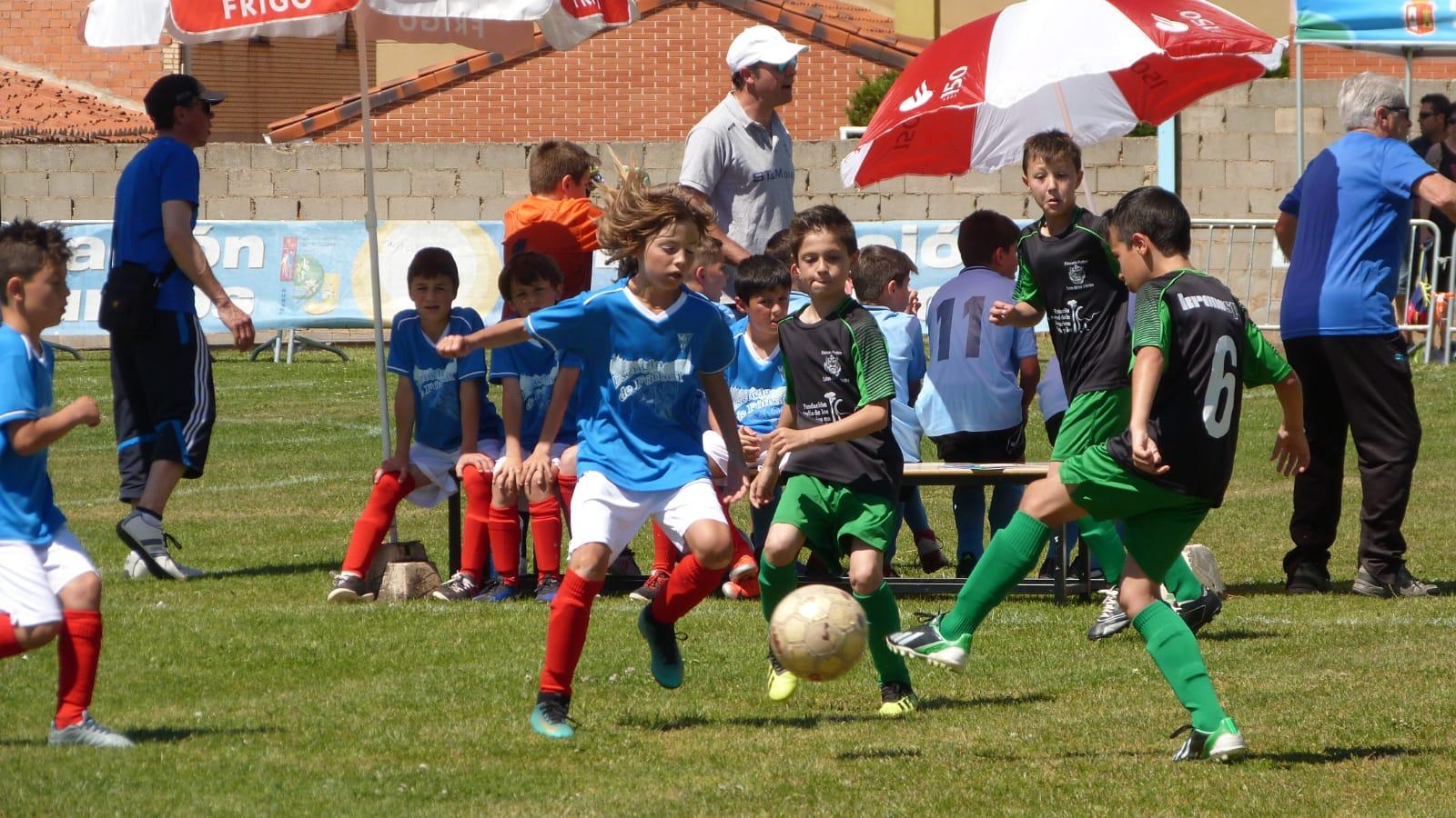 Unos 600 jóvenes participan en el torneo de fútbol 7 de Salas de los Infantes
