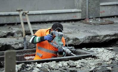 A cientos de miles de trabajadores que ganan más de 900 euros no se les está aplicando la subida del SMI