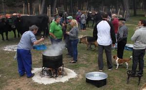 La Cabaña de Carreteros reivindica los ingredientes de cercanía y cuidada elaboración del ajo carretero