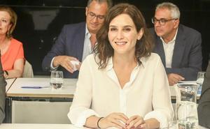 Díaz Ayuso respalda una abstención del PP en la investidura de Sánchez