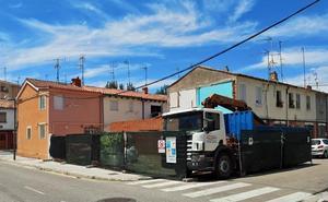Rehabilitan una de las viviendas afectadas por la explosión de la Barriada Inmaculada
