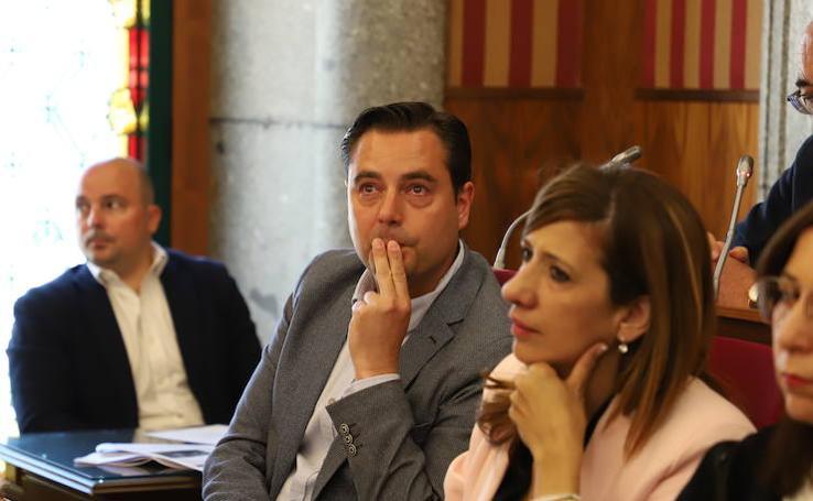 El Ayuntamiento de Burgos ha celebrado su último pleno del mandato con emoción, buenos deseos y recriminaciones