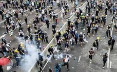 Miles de jóvenes bloquean el Parlamento de Hong Kong para impedir la ley de extradición a China