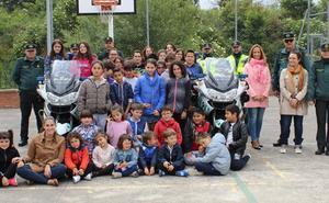 La Guardia Civil visita el CEIP Montes Obarenes, en Pancorbo