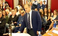 Los 27 nuevos concejales juran o promenten sus cargos, algunos «por España» y otros «por amor y lealtad» a Burgos