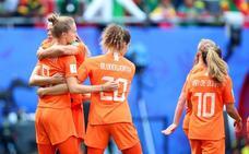 Holanda gana a Camerún y accede a octavos