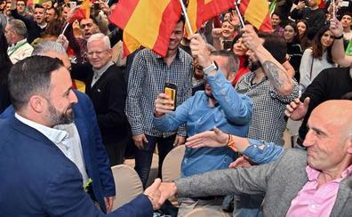 Abascal valora la «lealtad» de los concejales de Vox en Burgos y escuchará sus razones para saltarse el pacto con PP