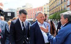 Marañón: «Me parece intolerable que tenga que traer escolta para entrar en el pleno»