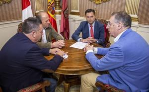 De la Rosa anuncia la convocatoria de una oposición libre para dotar a la nueva sección municipal de empleo del personal necesario