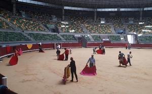 Los alumnos de la Asociación Cultural Escuela Taurina de Burgos estrenan el ruedo del Coliseum