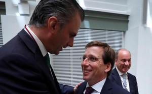 Vox propone firmar los pactos con Cs en francés para que los entienda Macron