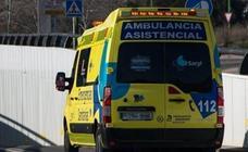 Heridas dos mujeres en sendas colisiones en la capital, con una bicicleta y un camión implicados