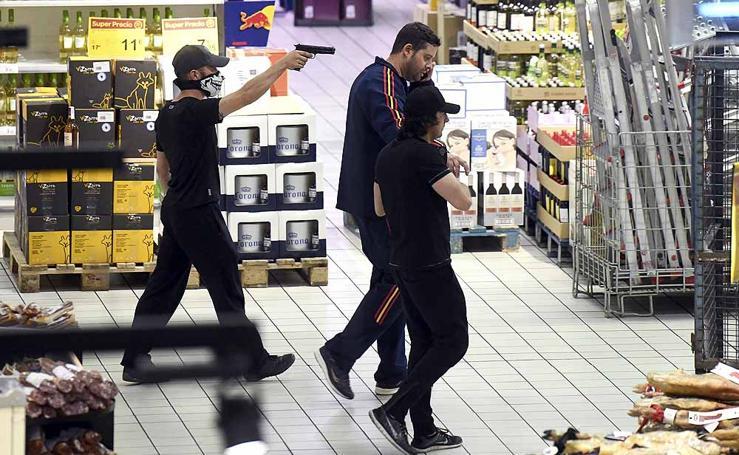 Imágenes del simulacro en el Centro Comercial Carrefour