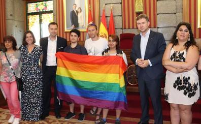 De la Rosa estudia incluir el día del Orgullo LGTB en los Sampedros del próximo año