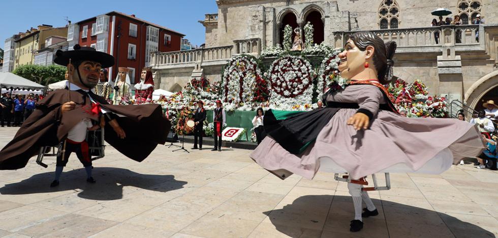 Miles de burgaleses se deshacen de amor hacia Santa María La Mayor