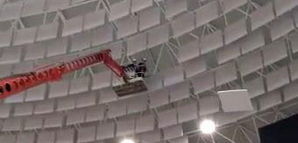 Descuelgan los paneles en riesgo de caída del Coliseum