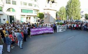 Centenares de personas se concentran en Burgos en repulsa del crimen machista de Salas de los Infantes