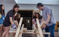 Alumnas del programa 'Quiero ser ingeniera' diseñan un puente autoportante similar al de Da Vinci