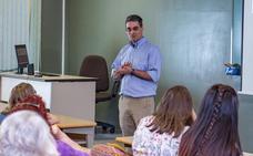 Agustín Cuadrado, profesor de la Universidad de Texas, ha impartido una sesión sobre la estrecha relación entre lengua y cultura