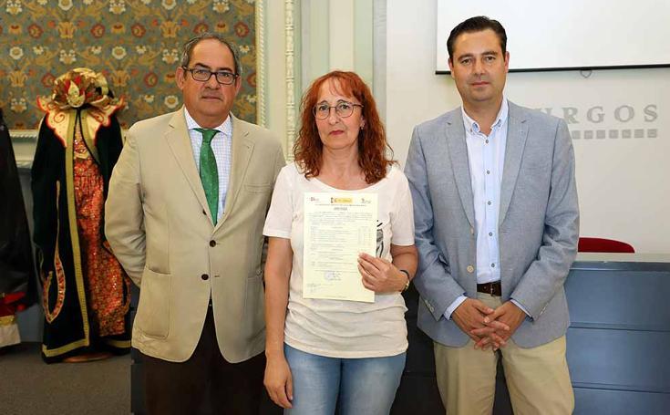 Los alumnos de los Programas Mixtos de Formación y Empleo 'Burgos Textil' y 'Coloreando' reciben sus diplomas