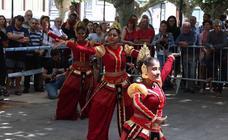 El Festival de Folclore 'Ciudad de Burgos' llena de música y color El Espolón