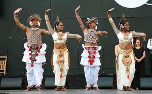 Exótico arranque de un Festival de Folclore que no pierde su toque tradicional