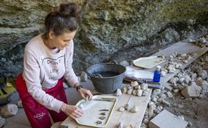 La Paredeja comienza a dar sus frutos con el descubrimiento de 350 piezas de grupos neandertales del Paleolítico Medio