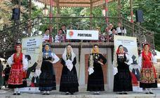El público burgalés disfruta danzando al son de ritmos portugueses